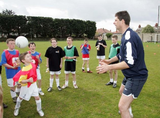 Niall Quinn training the kids