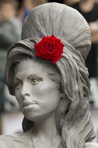 Amy Winehouse statue unveiled - London