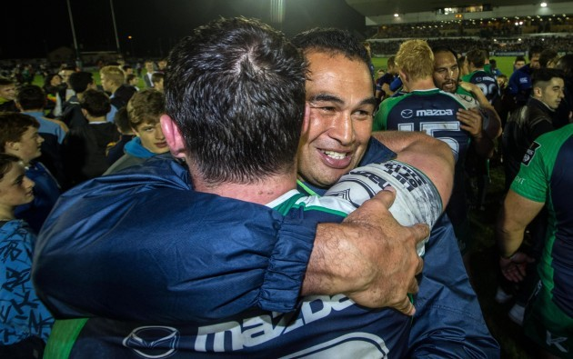 Pat Lam and Robbie Henshaw celebrate after the game