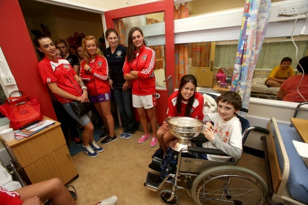 Gary Monaghan with Eimear O'Sullivan and members of the Cork team 15/9/2014