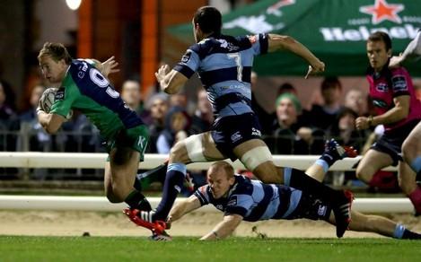 Kieran Marmion gets past Dan Fish to score his side's second try