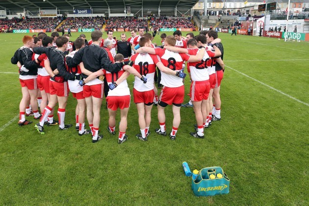 Brian McIver addresses the team prior to throw in