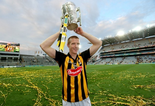 Henry Shefflin celebrates with The Liam McCarthy Cup