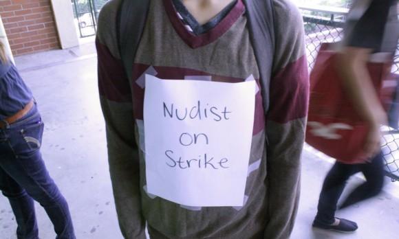 nudist-on-strike-580x348