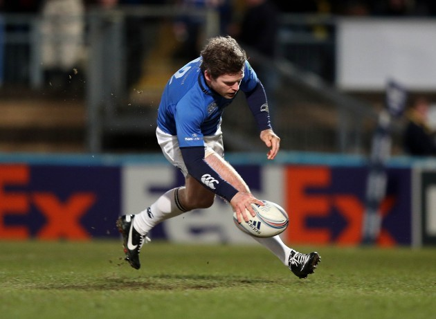 Gordon D'Arcy runs in a try