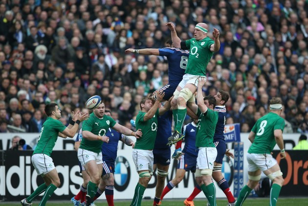 Paul OÕConnell wins a lineout