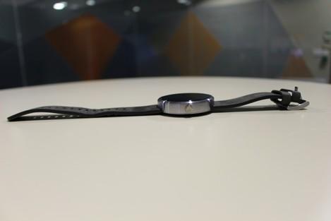 Moto 360 side