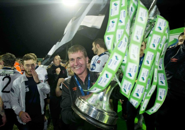 Stephen Kenny raises the SSE Airtricity trophy