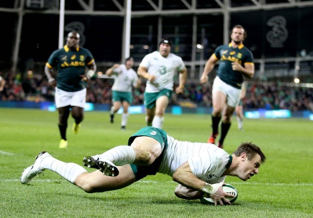 Tommy Bowe scores their second try