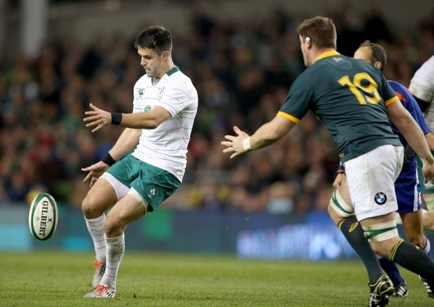 Conor Murray kicks over for Tommy Bowe's try