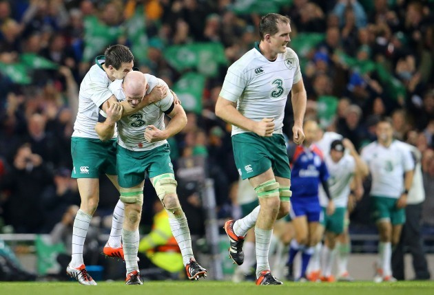Jonathan Sexton celebrates with Paul O'Connell