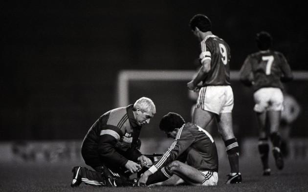 Mick Byrne treats an injured John Aldridge