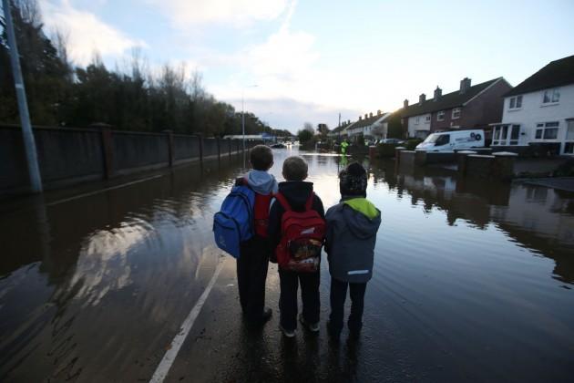 14/11/2014. Dublin Floods. Pictured (LtoR) Luke Do