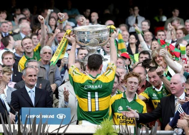 Declan O'Sullivan and raises the Sam Maguire 17/9/2006