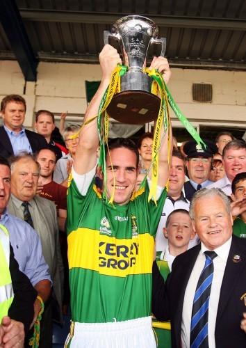 Declan O'Sullivan lifts the trophy