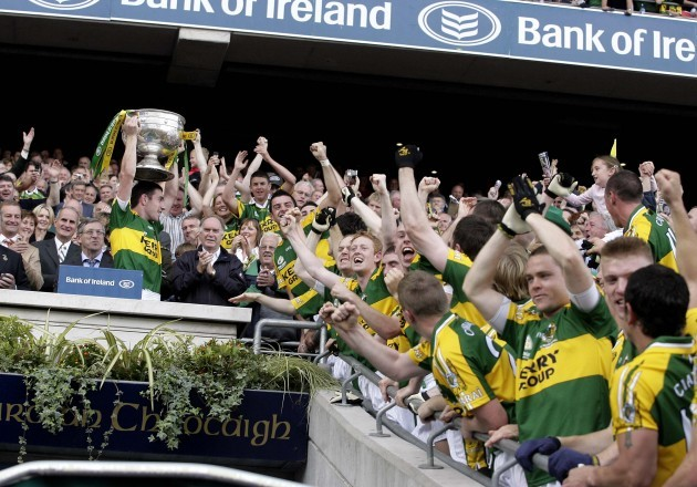 Declan O'Sullivan lifts the cup 16/9/2007