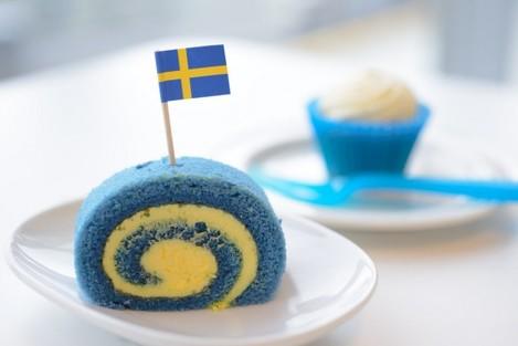 Swedish flag roll cake