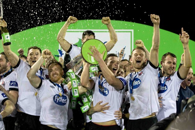 Stephen O'Donnell, Andy Boyle and teammates raise the SSE Airtricity trophy