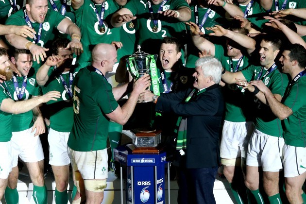 Paul O'Connell prepares to lift the trophy