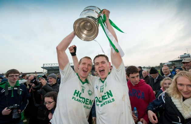 Henry Shefflin and TJ Reid lift the Kilkenny senior trophy