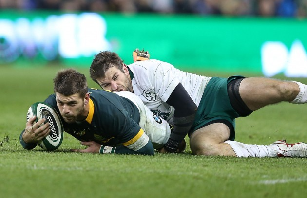 Willie le Roux is tackled by Jared Payne