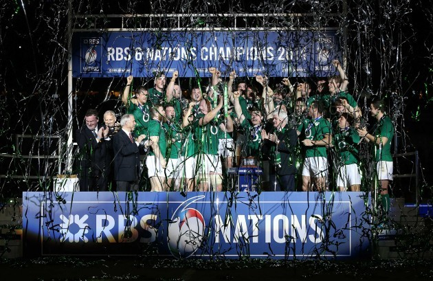 Paul O'Connell and Brian O'Driscoll lift the trophy