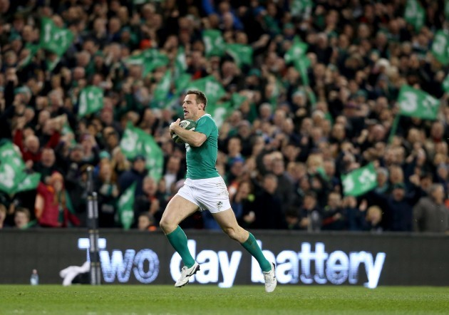 Tommy Bowe runs in for their second try