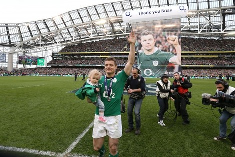 Brian OÕDriscoll with daughter Sadie at the end of the match