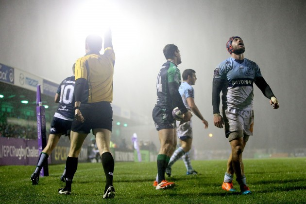 Thibaut Visensang dejected after Danie Poolman of scored his side's second try