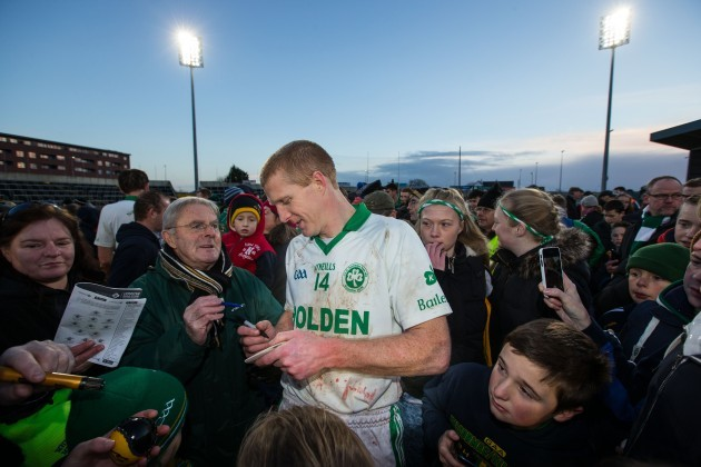 Henry Shefflin signs autographs for supporters