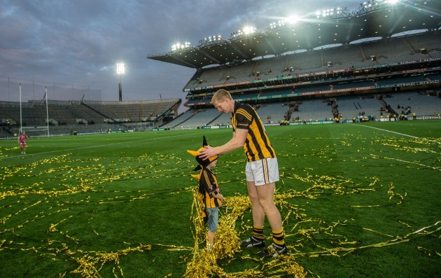Henry Shefflin places a hat on his sons Henry head