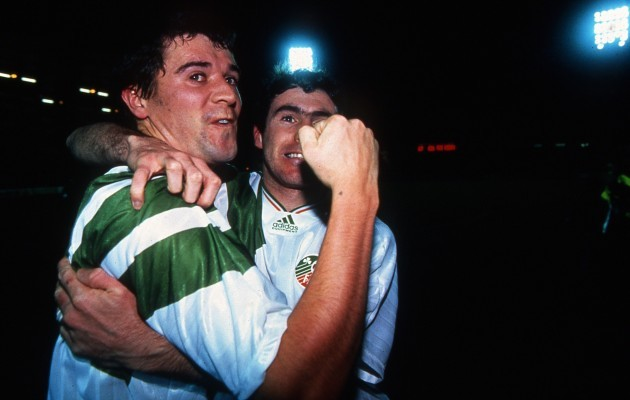 Roy Keane celebrates with Alan McLoughlin after the game