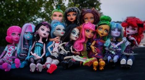 Monster High dolls with Olympus M.ZUIKO DIGITAL ED 12-50MM 1:3.5-6.3 EZ in MACRO mode