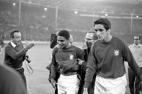 Soccer - World Cup England 1966 - Semi Final - Portugal v England - Wembley Stadium