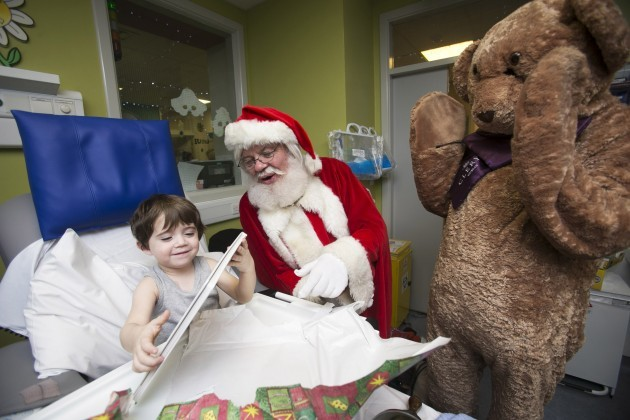 Clery's mascot Stitches visits Temple Street Children's University hospital.