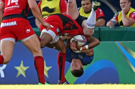 Brian O'Driscoll gets upended by Delon Armitage