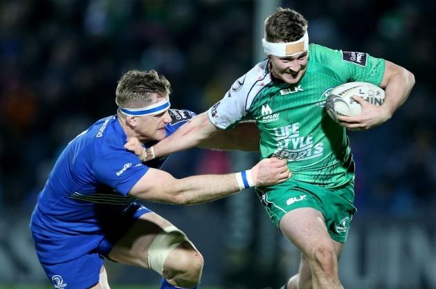 Jamie Heaslip tackles Jack Carty