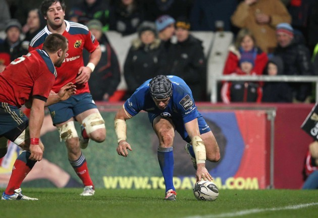 Shane Jennings scores a try