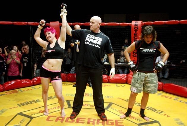 Aisling Daly (pink hair) fighting Majanka Lathouwers 29/9/2007