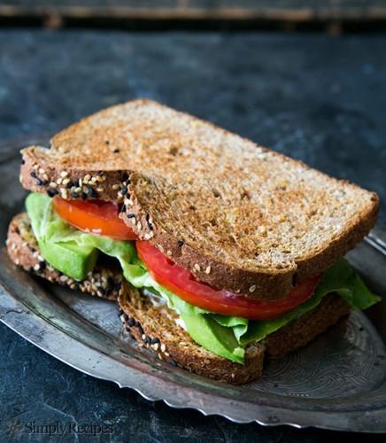 avocado-lettuce-tomato-sandwich-vertical