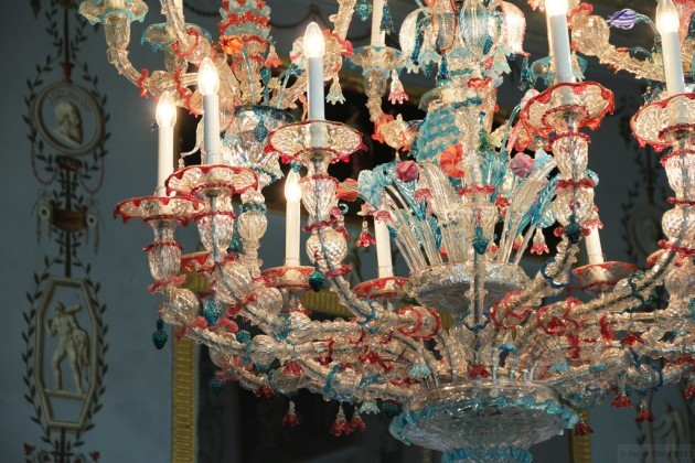 Long Gallery Chandelier: an explosion of colours