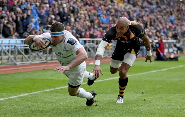 Fergus McFadden scores the first try of the game
