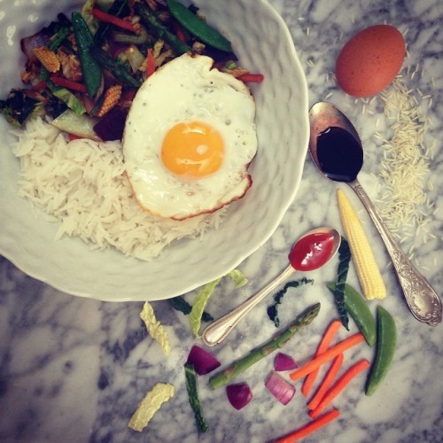 My Give Me Five recipe in today's @irishtimes is Easy Bibimbap! Whip up this healthy tasty dinner in minutes using only 5 ingredients! Link to the full recipe in my bio x