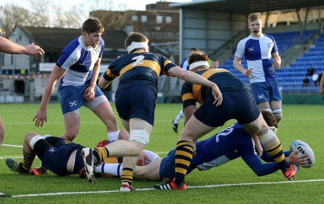 Gary Fearon scores a try