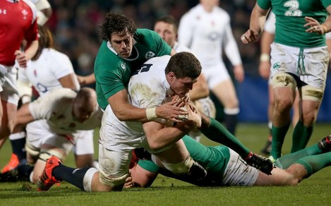 Mike McCarthy tackles Dave Ewers