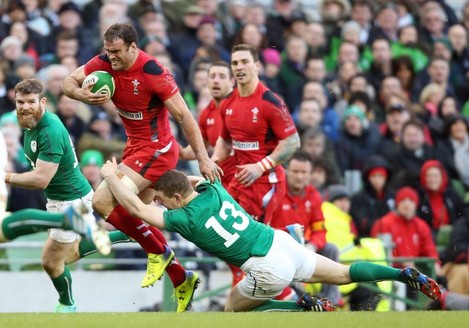 Jamie Roberts breaks the tackle of Brian O'Driscoll