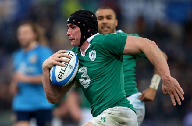 Tommy O'Donnell runs in for a try