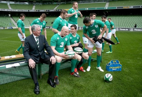 Paul O'Connell, Jonathan Sexton and Rob Kearney with Louis Magee before the team picture