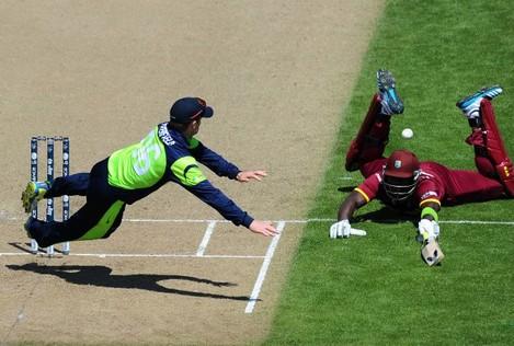 William Porterfield tries to run out Darren Sammy