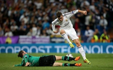 Soccer - UEFA Champions League - Round of 16 - Second Leg - Real Madrid v Schalke 04 - Santiago Bernabeu Stadium